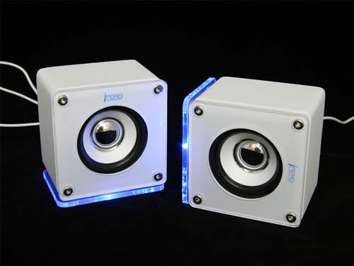 Geeky Gadgets – iMono LED Cube Speakers