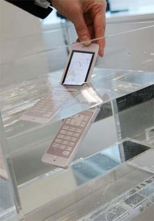 The World's Slimmest Waterproof Mobile Phone – The Fujitsu F705i