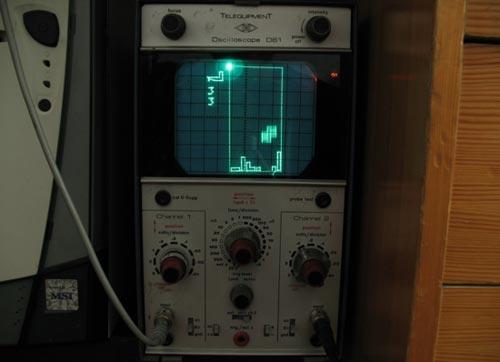 Geeky Gaming – The Oscilloscope Tetris – Scopetris