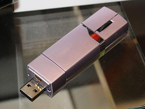 Combo Gadgets – The Asus MS71 Thumb Drive doubles as a wireless mouse