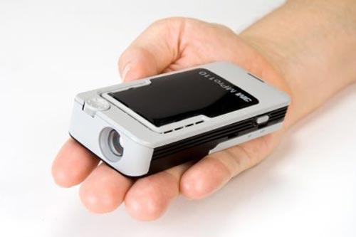 3M MPro110 handheld projector