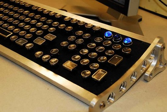 Cool Gadgets The Datamancer Aviator Keyboard