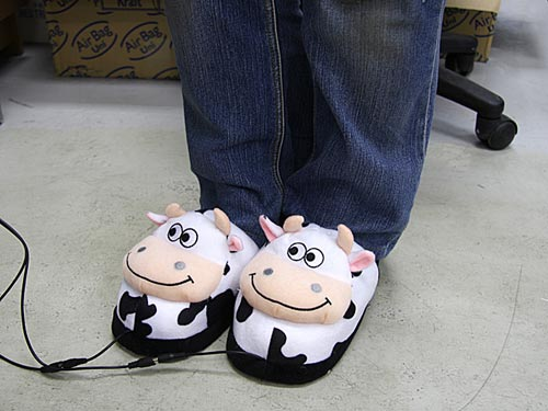 usb-heated-cow-slippers1.jpg