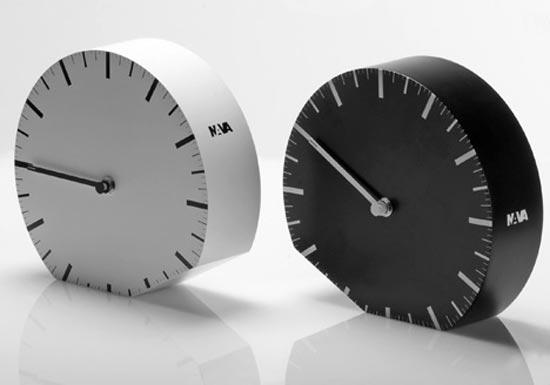 Ora ILegale Clock