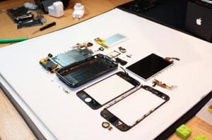iPhone 3GS Taken Apart