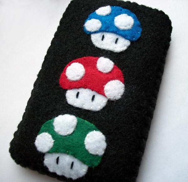 Movil de Alysse Winkler Mario-mini-mushroom-iphone-case_1