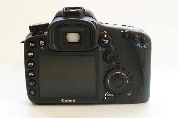 Canon EOS 7D Gets Official