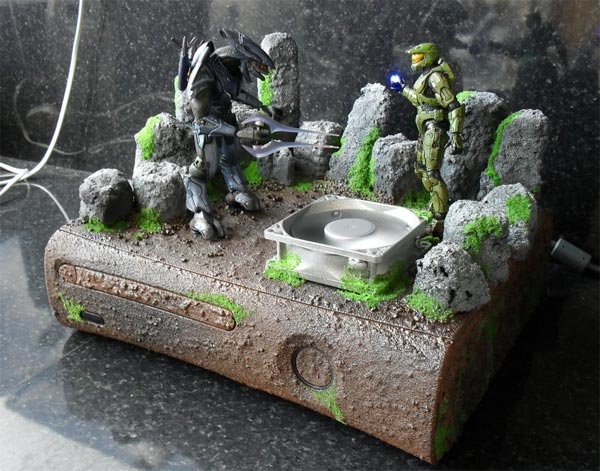 Head on over to deviantART for more photos of this cool Halo Xbox 360