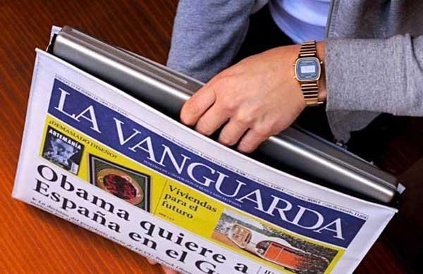 newspaper-macbook-case-2
