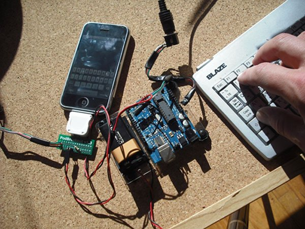 iphone-ps2-keyboard-hack