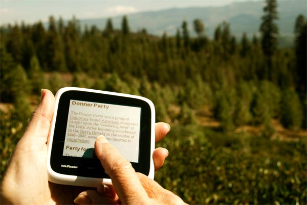 WikiReader Puts Wikipedia In Your Pocket