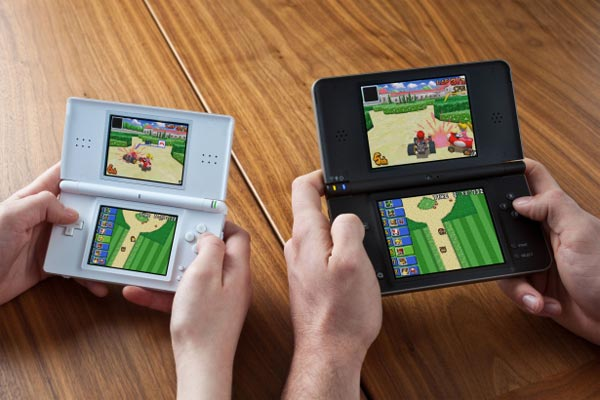 Nintendo DSI XL Coming To Europe In March