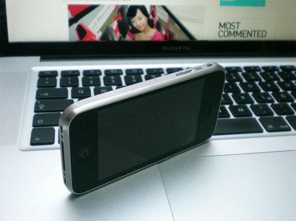 Custom Titanium iPhone 3GS
