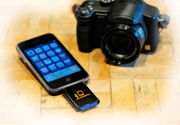 zoomIt iPhone Accessory Lets You Access SD Card Files On Your iPhone