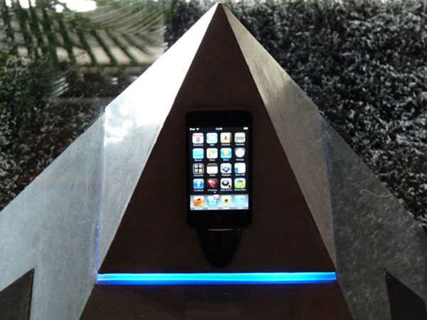 Horus Coffee Table iPhone And iPod Dock
