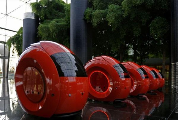 Santander Bank Has Robot Tour Guides