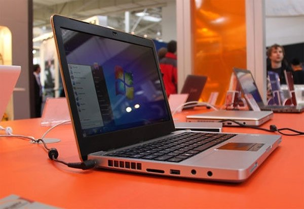 Jetway EM130 Netbook Wants To Be A MacBook