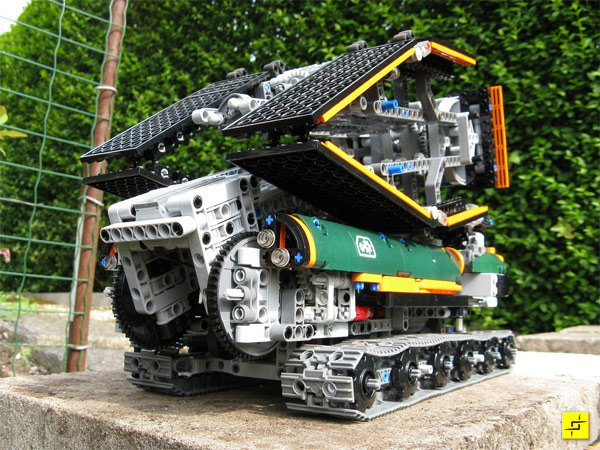 Awesome Lego Bridge Building Robot