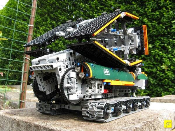 Awesome Lego Bridge Building Robot