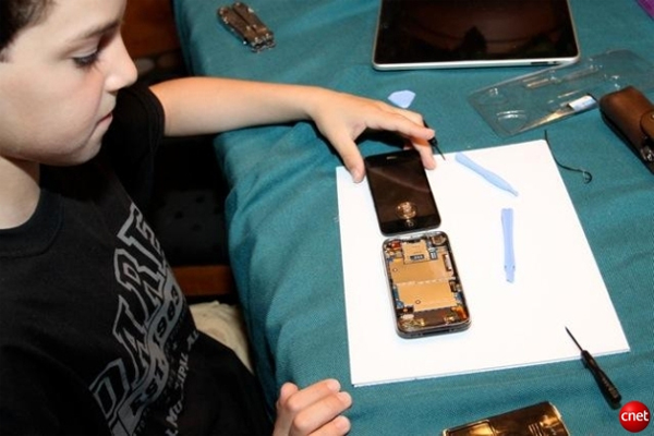 10 Year Old Fixes iPhone Screen For $22