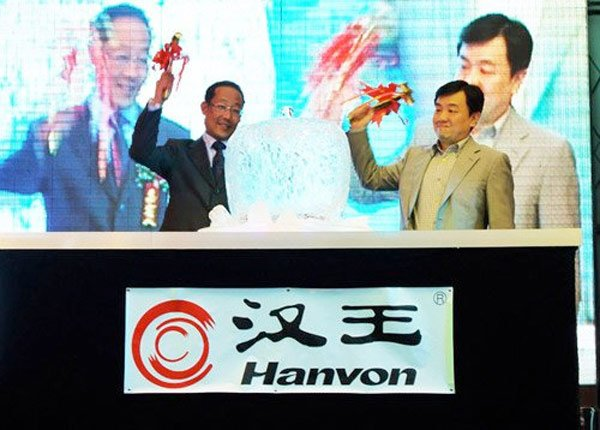 Chinese Company Hanvon Smashes Apple Ice Sculpture At New Tablet Launch