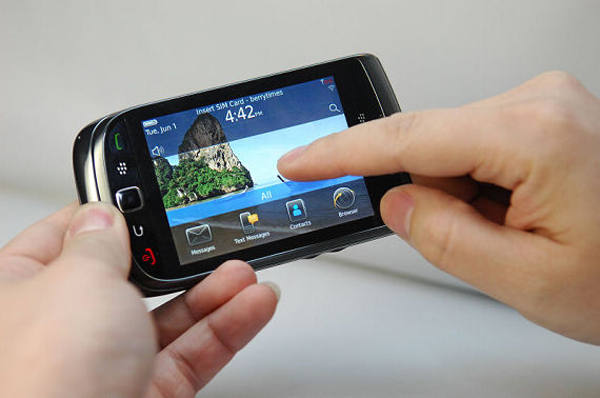 More Photos Of The BlackBerry 9800 Slider Appear