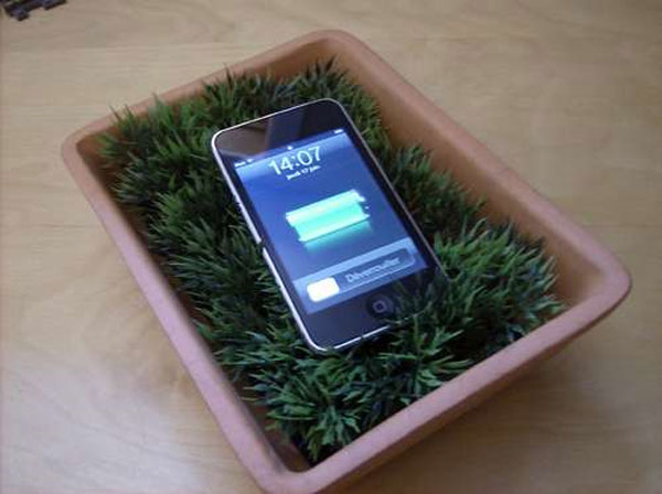 DIY: Make Your Own USB Grass Charging Valet