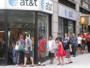 iPhone 4 Goes On Sale At AT&T Stores