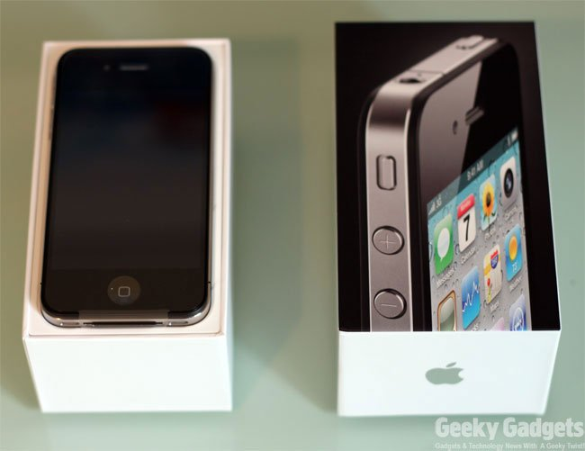 iPhone 4 UK Unboxing (Photos)