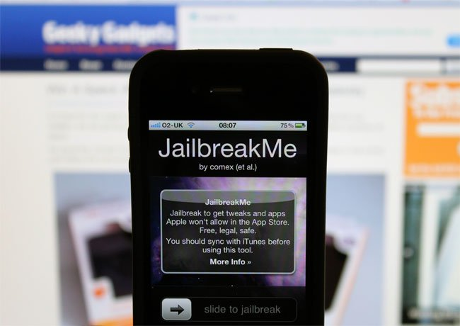 IPhone 4 Jailbreak, JailbreakMe Exploits Serious iPhone 4 Security Flaw