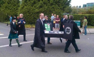 Microsoft Employees Hold Mock iPhone And Blackberry Funerals