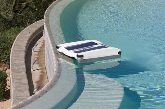 Solar-Breeze Pool Cleaner