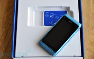 Nokia N8 Gets Unboxed