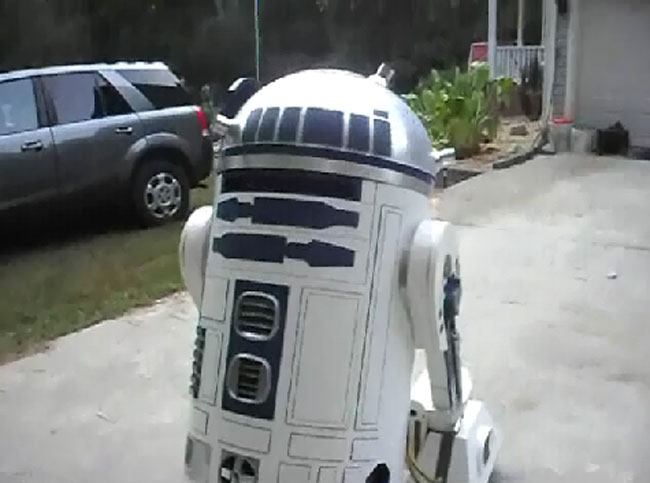 Awesome R2-D2 That You Can Drive From Inside (Video)