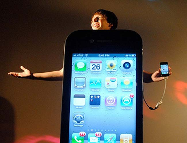 Awesome iPhone 4 Halloween Costume