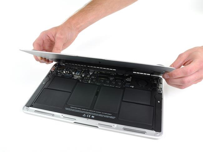 New 11.6 Inch MacBook Air Gets Taken Apart