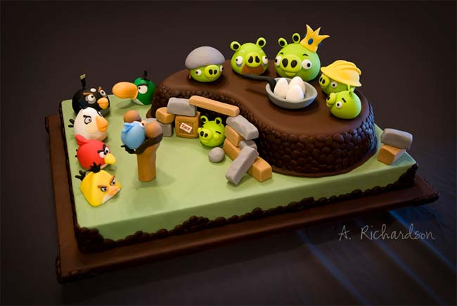 As the name suggests, the Angry Birds birthday cake features everyone ...