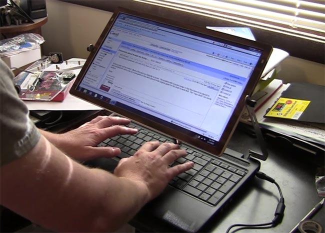 Ben Heck Adjustable In-Flight Laptop Screen