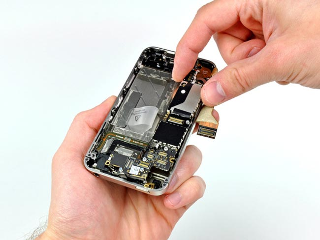 Verizon iPhone 4 Gets Taken Apart