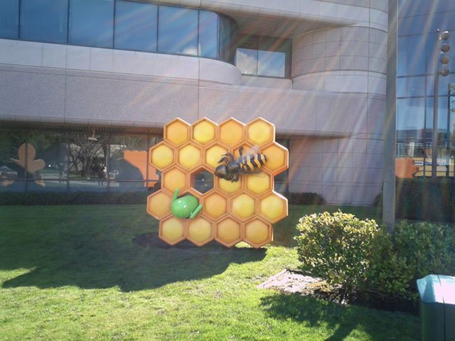 Google Android Honeycomb Statue