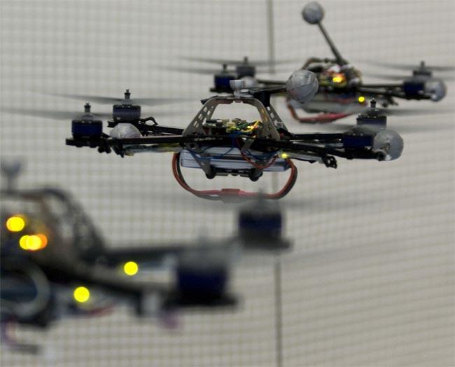 Quadrocopter Ball Juggling (Video)