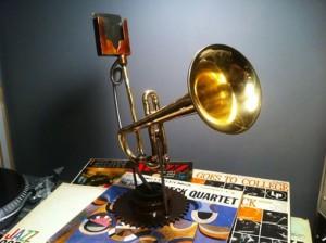 Trumpet Analogue iPhone Speaker (video)