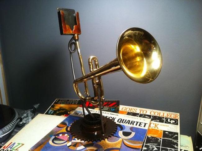 Trumpet Analog iPhone Speaker