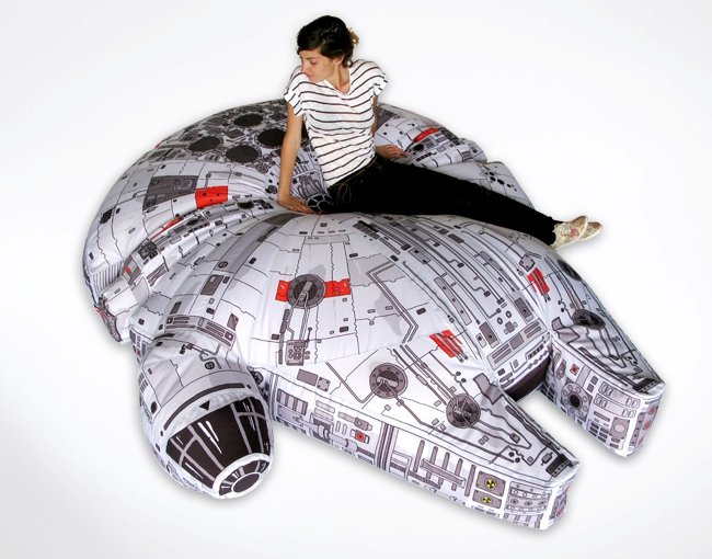 Judging by the pictorial evidence, the beanbag bed stays faithful to the  ship and the minute details are surprisingly printed as well. A fine work  of art, ... - You Just Want To Jump On This Millennium Falcon Beanbag Bed