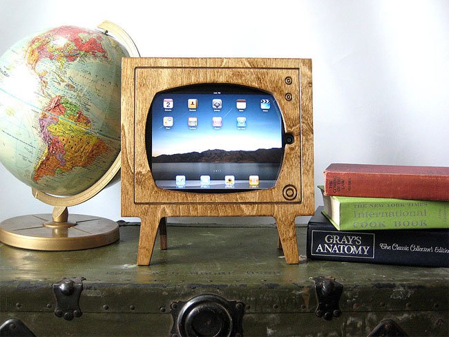 Wooden Retro TV iPad Dock