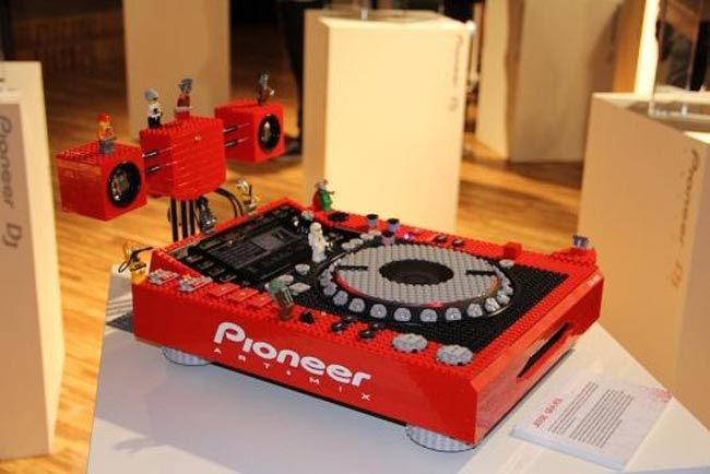 Pioneer Lego DJ Turntable
