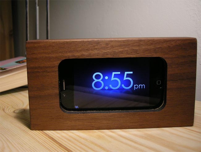 Wooden IPhone 4 Alarm Clock Dock Good Looking