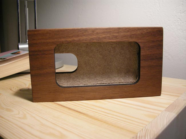 Wooden IPhone 4 Alarm Clock Dock