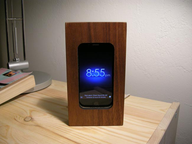 Beautiful Wooden IPhone 4 Alarm Clock Dock