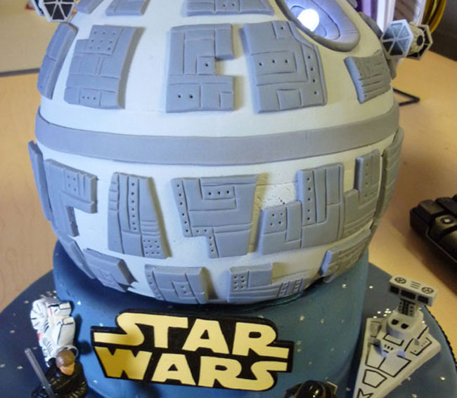 Images Of A Star Wars Cake : Fantastic Death Star Cake Complete With LED